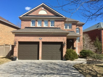 87 pinnacle t, Newmarket Ontario, Canada